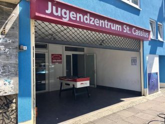 Eingang des Jugendzentrums St. Cassius in Bonn